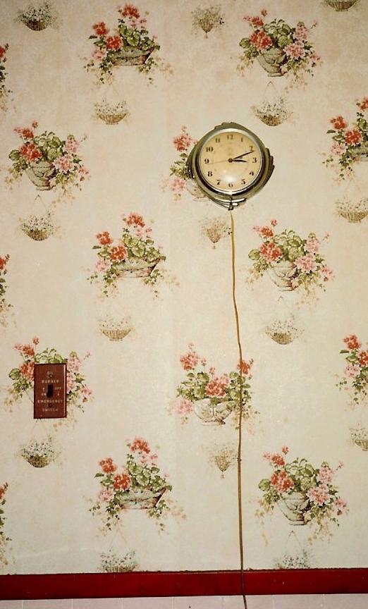 113-kitchen-clock-and-emergency-burner-shutoff