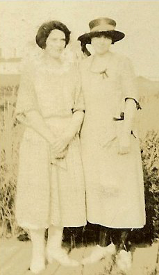 027-nana-and-mary-hyannisport-august-1922